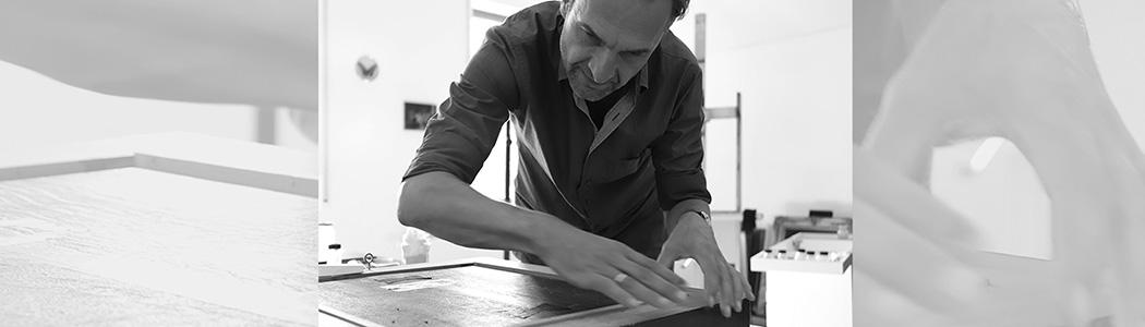 Jakob Wedemeyer ist Dipl.-Restaurator mit langjähriger Erfahrung, er arbeitet deutschlandweit für namhafte Museen, Galerien, Künstler und Sammlungen und studierte Restaurierung von Gemälde und Skulptur an der Akademie die Künste in Dresden